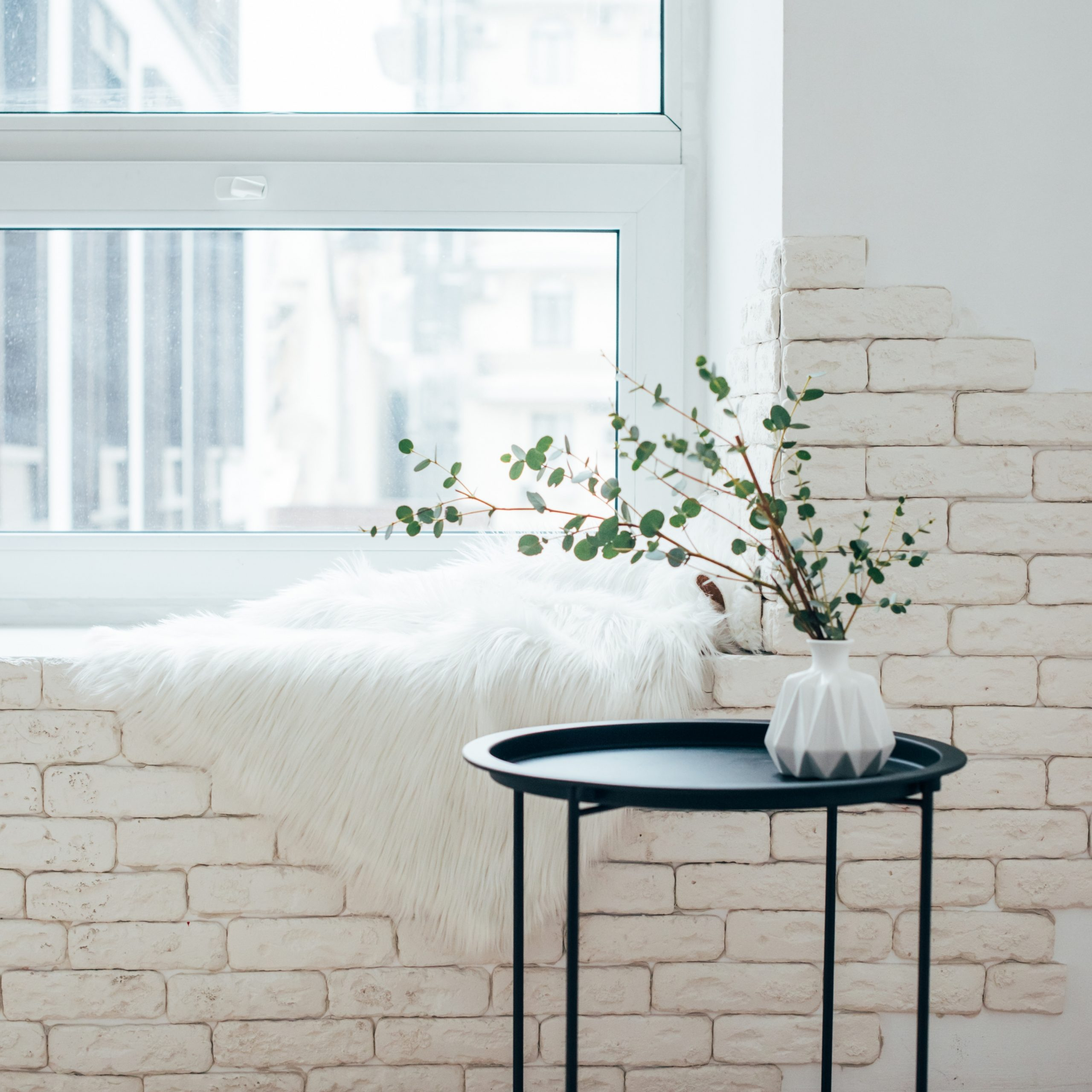 Home Decor Vase And Throw